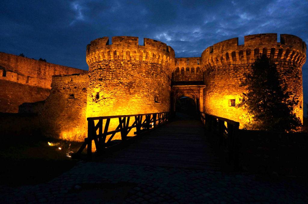 Одна из главных достопримечательностей Белграда – парк Калемегдан и одноименная крепость.