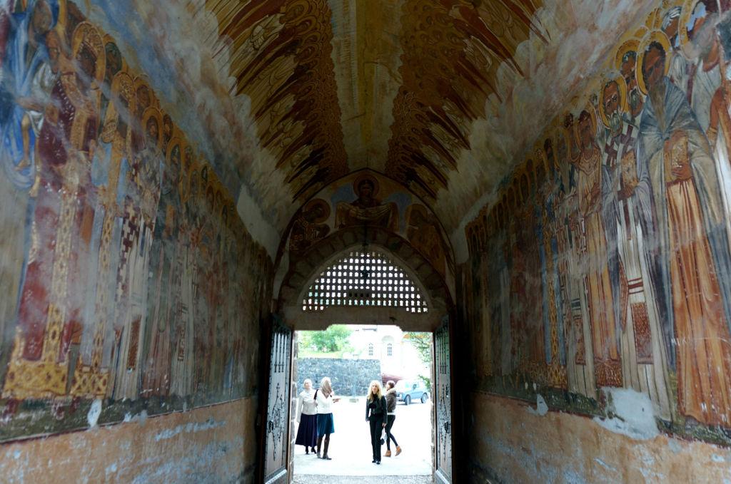 Вход в монастырь Жича
