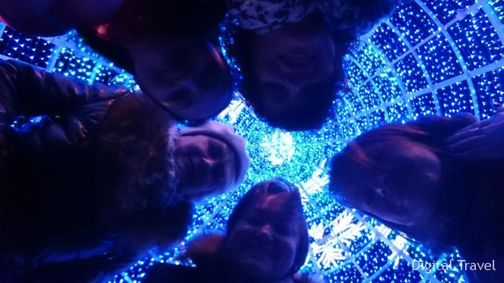Загадываем желание в Новогодней Елке (на фото – Ирина Герасимук («Планета Грез»), Мария Венина («Pac Group»), Оксана Алексеева («Viajes Olympia»), Людмила Толстопятова («Бон Вояж»), Ада Врублевская («АэроБелСервис»)