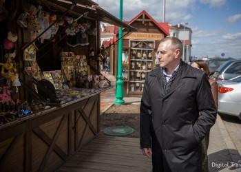 Прогулка с чиновником: Замминистра спорта и туризма прошелся по Минску в роли туриста