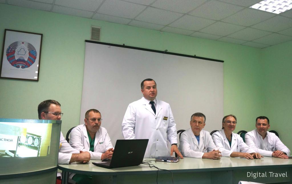 Главный врач УЗ МОКБ Андрей Королько и заведующие отделений