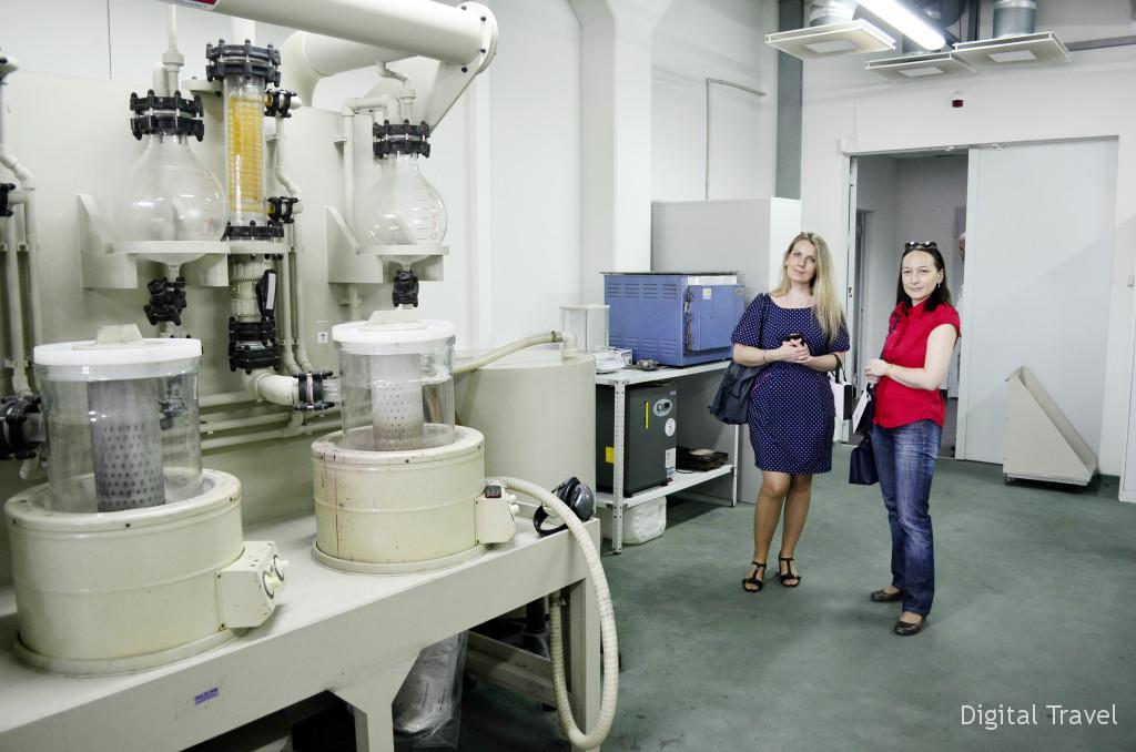 Весь материал проходит через лабораторию