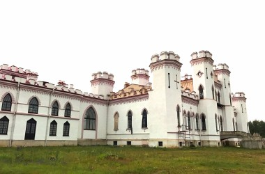«Замок к приему не готов»: Сергей Бусько – об открытии дворца Пусловских в Коссово